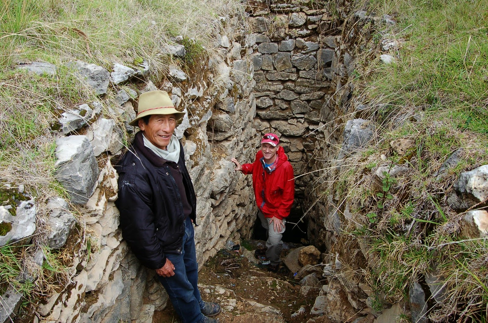 Traveler and Local Operator in an Ancient Incan Well